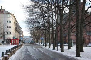 Arendalsgata sett fra omtrent samme posisjon som det gamle bildet. Dette bildet er fra februar 2015.